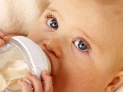 По какой причине появляется кариес у детей и как его лечить?