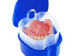 Есть ли необходимость снимать зубные протезы на ночь?