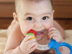 Как можно помочь ребенку, когда режутся зубы?