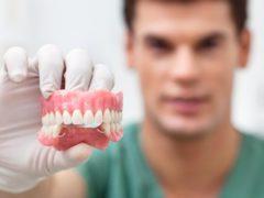 Правильное хранение зубных протезов