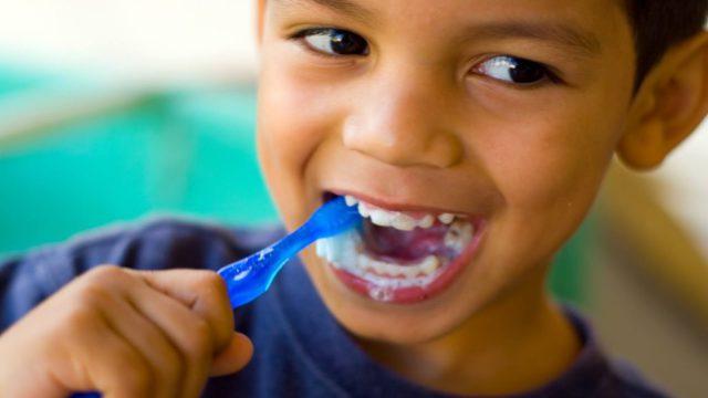 Чистка зубов - обязательная процедура
