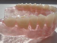 Характеристики силиконовых зубных протезов