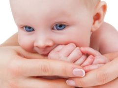 Есть ли конкретные сроки прорезывания зубов у детей?