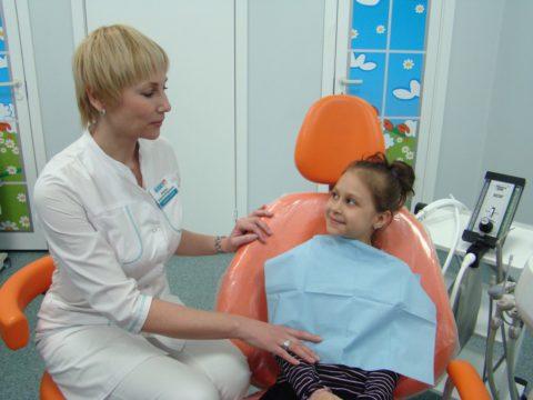Регулярный осмотр молочных зубов