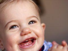 Возможно ли прорезание зубов в 2 месяца?