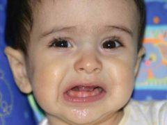 Как понять, когда у ребенка режутся зубы и как ему помочь?