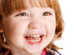 Что делать, если у ребенка шатается молочный зуб?