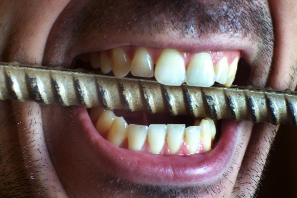 отчего ребенок скрипит зубами во сне фото